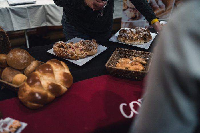 Coquitlam Craft Beer Festival vanpours Cobs Bread Luke Mikler Photography